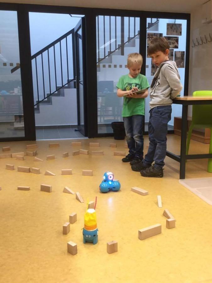 Ukázka aktivit probíhající v Centru robotiky.
