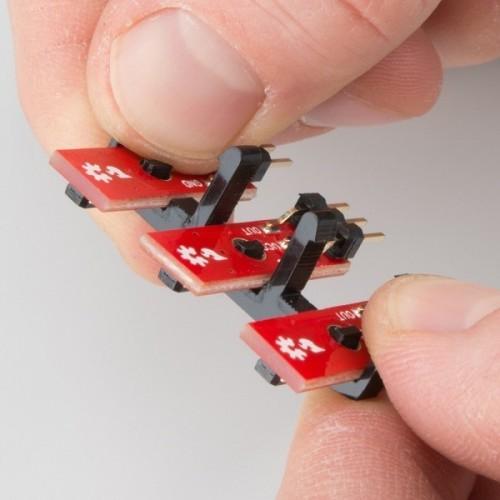 Umístění senzorů pro sledování čáry do úchytu - RedBot