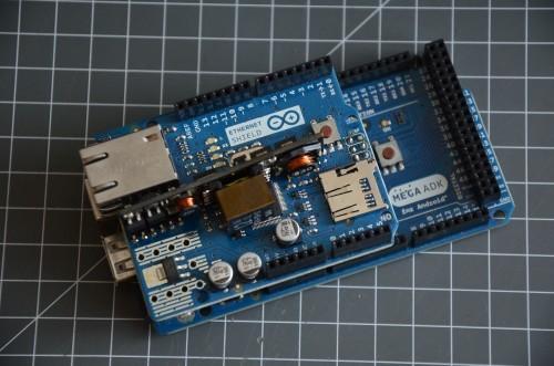 Arduino Mega s připojeným Ethernet shieldem