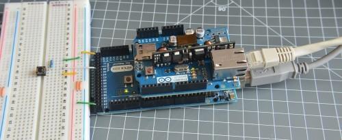 Arduino Mega s Ethernet shieldem a připojeným tlačítkem