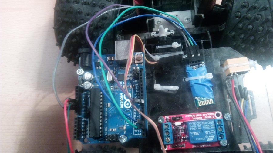 Arduino Bluetooth auto - zapojené součásti