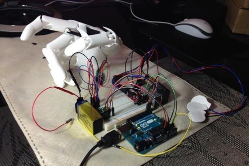 Prototyp robotické ruky