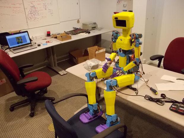 Arduino humanoidní robot