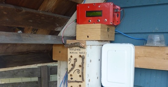 Monitorujte život včel s Arduino