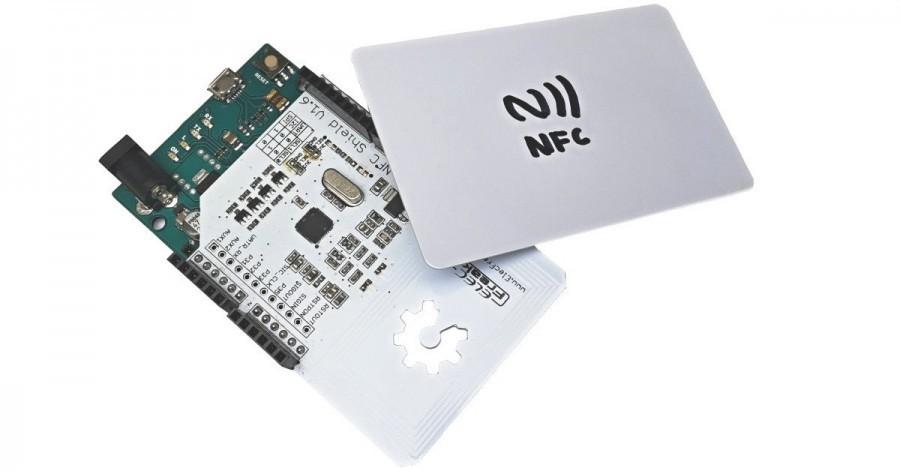 NFC shield nasazený na Arduino Leonardo