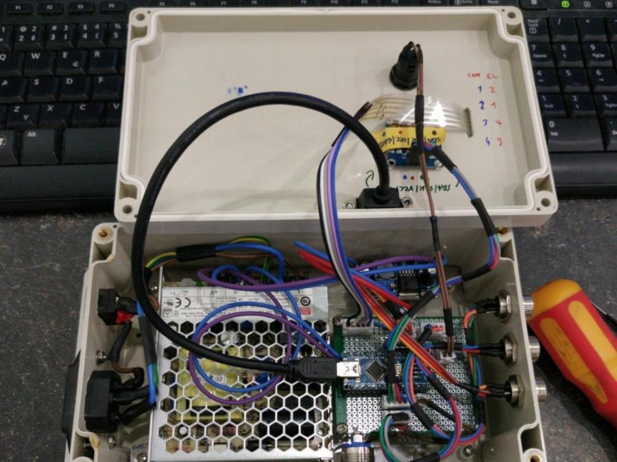 Elektronika a víko krabice pro NFC vrátný