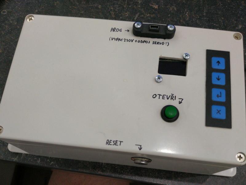 Arduino NFC vrátný v krabici