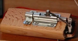 Arduino dveřní zámek řízený servem