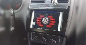 Android tablet v palubní desce auta