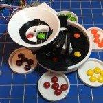 Arduino třídička barevných bonbonů