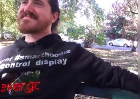Arduino mikina připojená k Twitteru