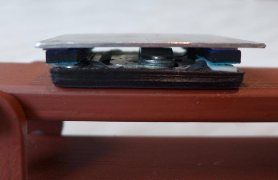 Arduino úlová váha - Detail upevnění krycího plechu