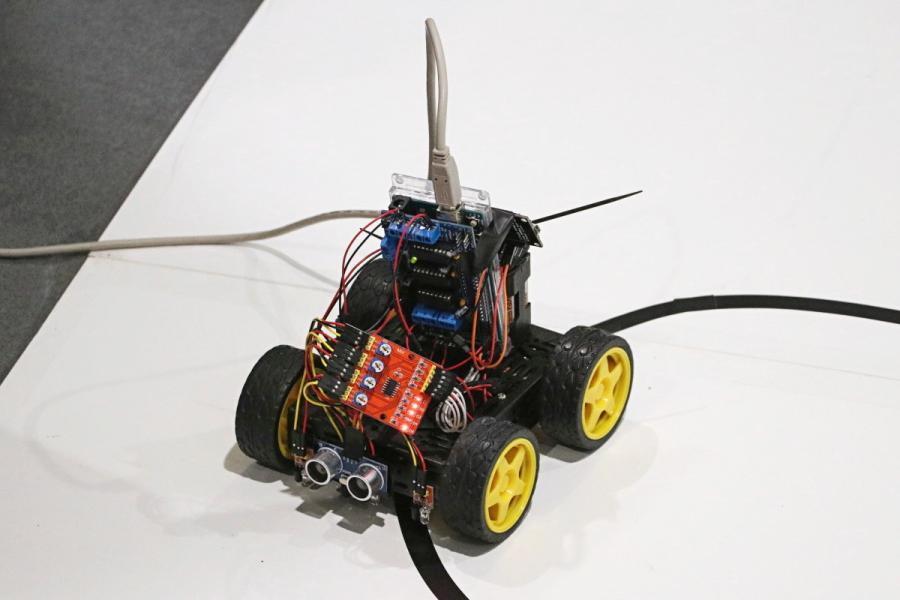 Arduino vozítko s připojením do ladícího střediska