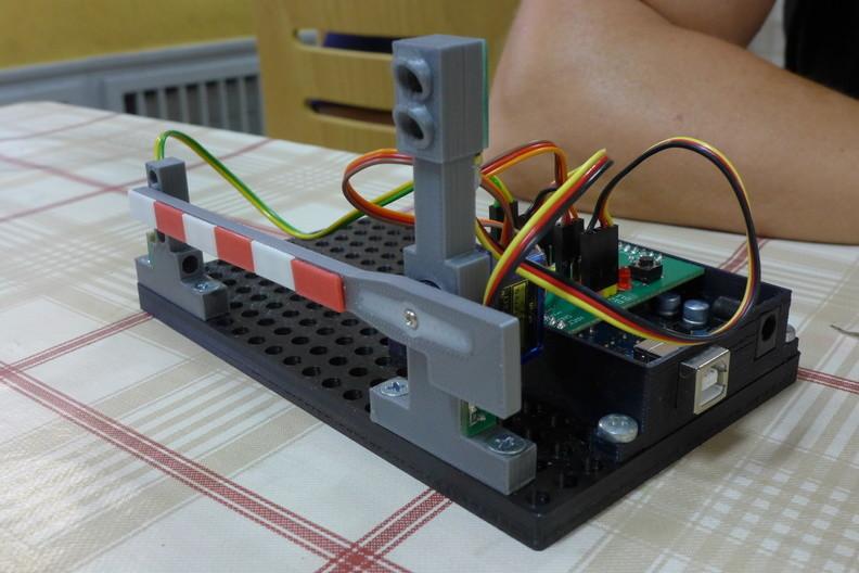 Automatická závora řízená Arduinem