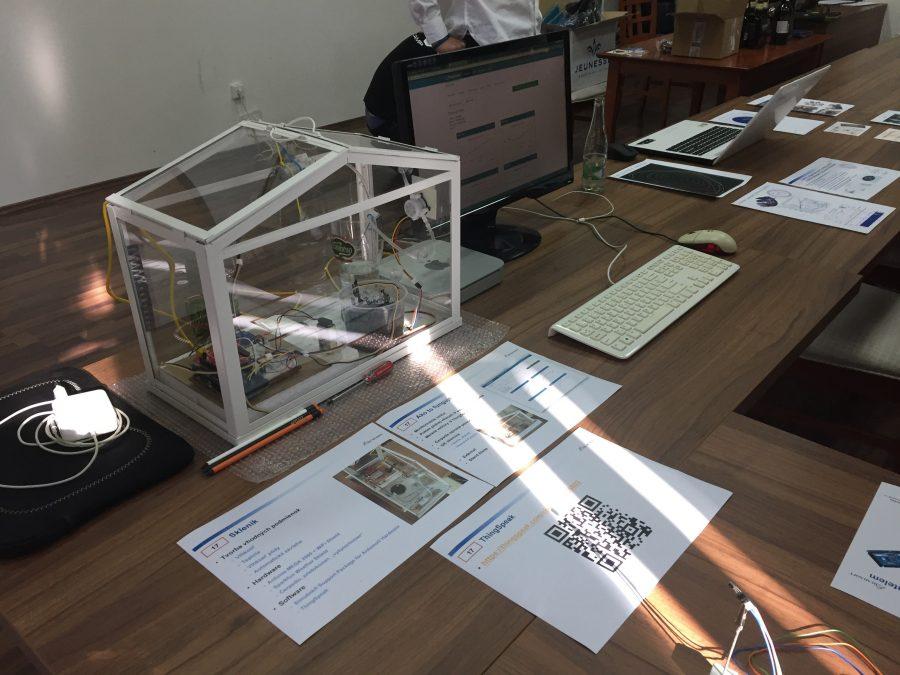 Automatizovaný skleník spropojením na ThingSpeak (IoT)