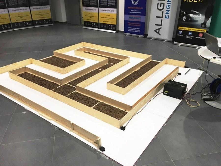 Bludiště na soutěži Arduino robotů Student4Automotive