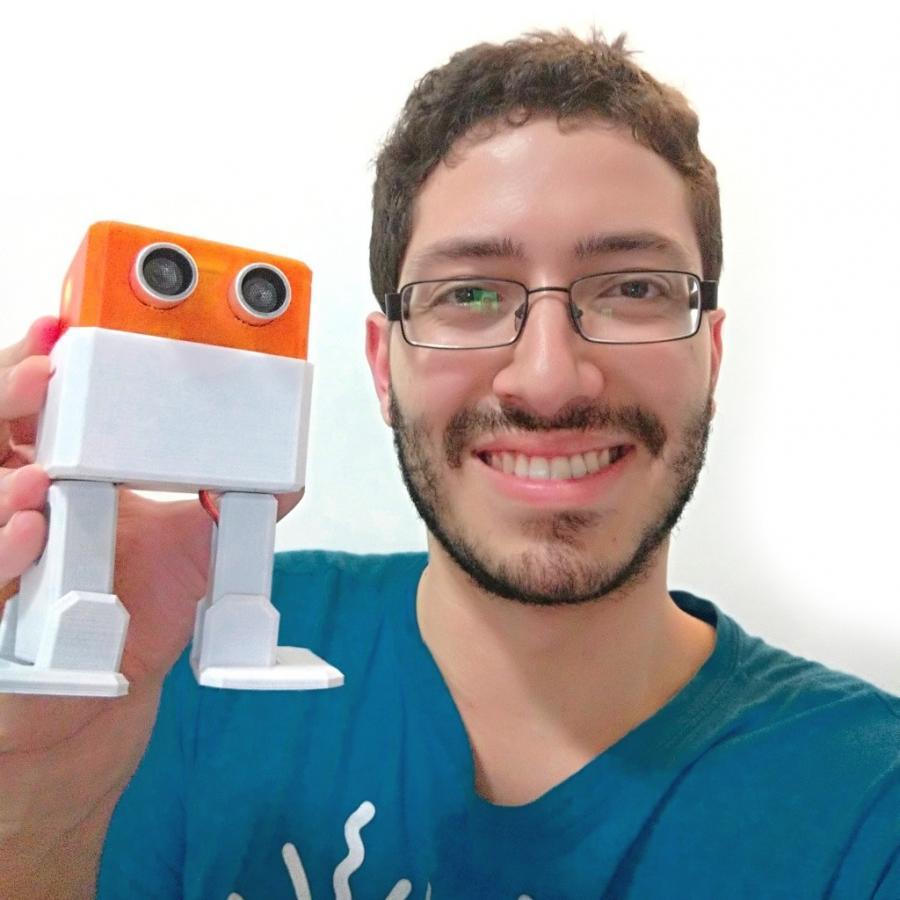Camilo Parra Palacio - tvůrce Otto DIY robota