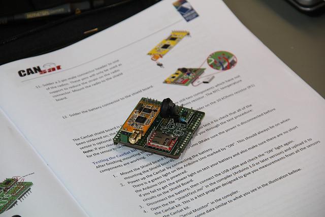 CanSat - deska s SD slotem, bezdrátovým přenosem a senzory
