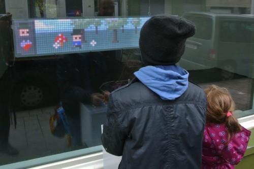 Děti hrají Arduino hru