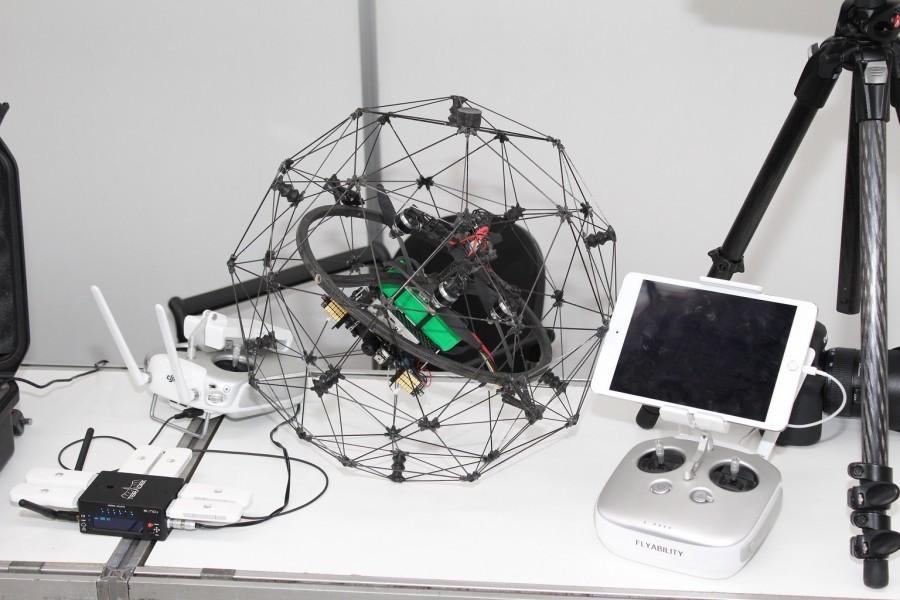 Dron pro dosažení nepřístupných míst