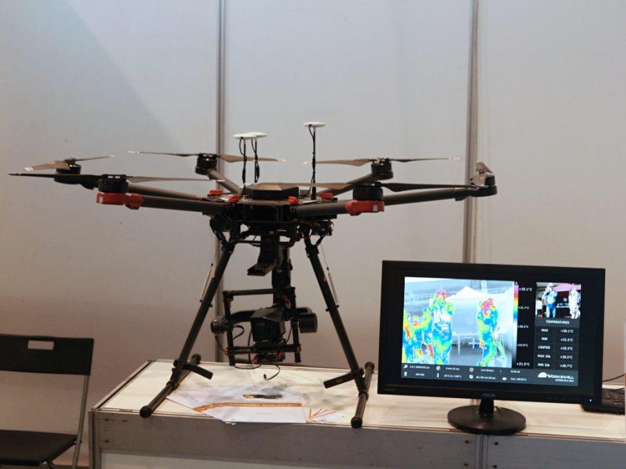 Dron s termovizí