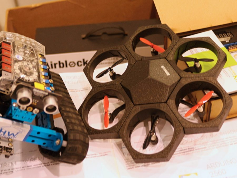Programovatelný dron Airblock a mBot Ranger