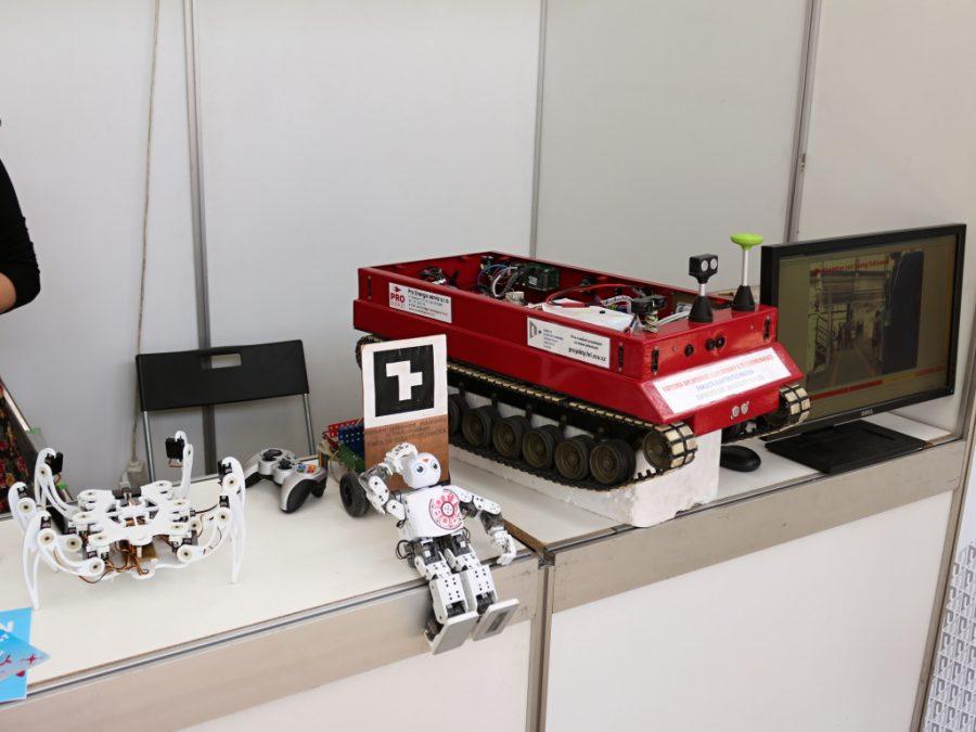 Ukázka pracovních robotů Západočeské univerzity v Plzni