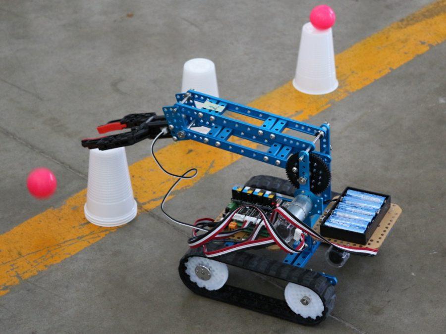 mBot Ranger v akcimBot robotická ruka v akci