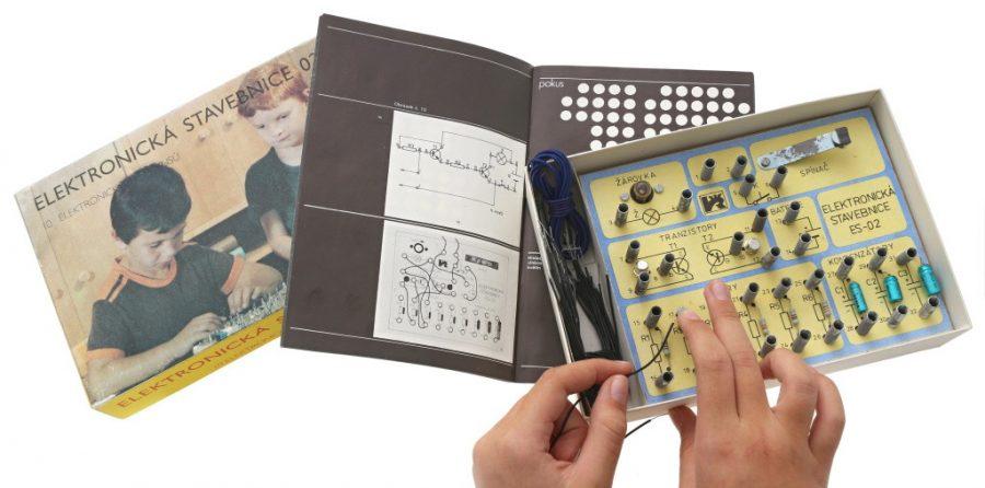 Elektronická stavebnice Voltík 02 – na pružinkách jsou už ruce mé dcery