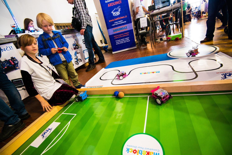 Stánek HW Kitchen + Arduino.cz - hrajeme robotí fotbal!