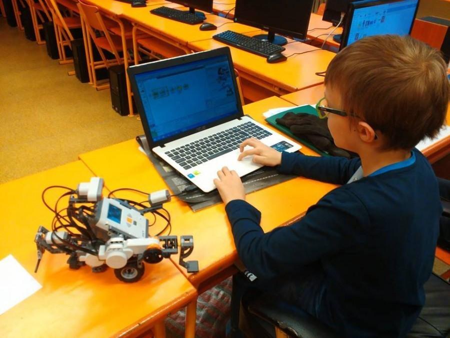 Intellectus: Kroužek Malý programátor - Programování lego Mindstorms