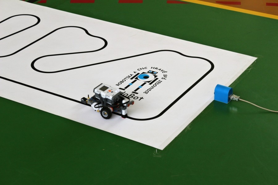 Čárový robot z Lego Mindstorm