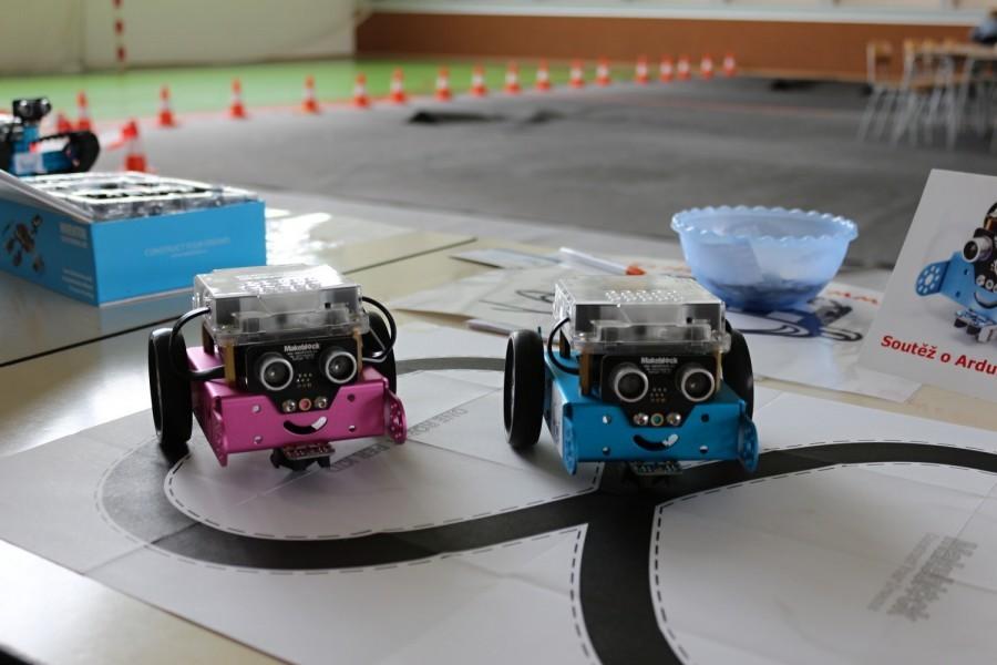 Soutěž o Arduino robota mBot - přehlídka mbotů