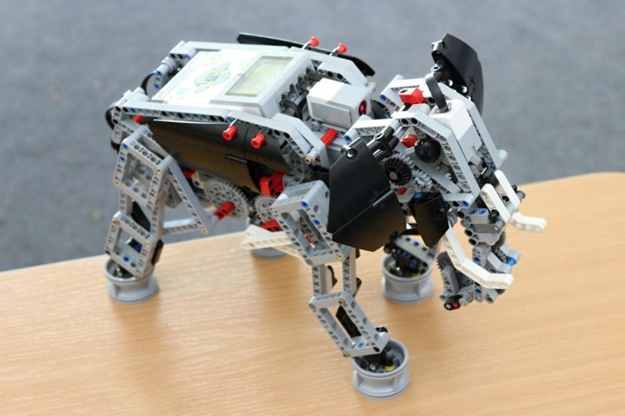 Výstavka robotů z Lega - robotický slon