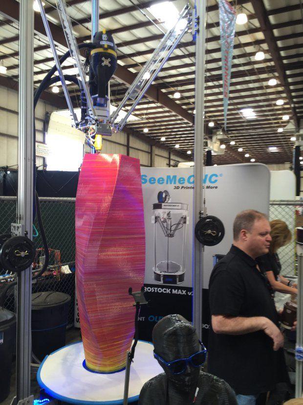 Značný ohlas způsobila 5 metrů vysoká 3D tiskárna od SeeMeCNC