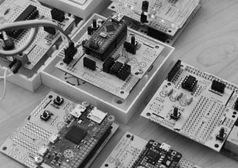 OCTOPUS LAB: český projekt univerzálních modulů pro bastlíře