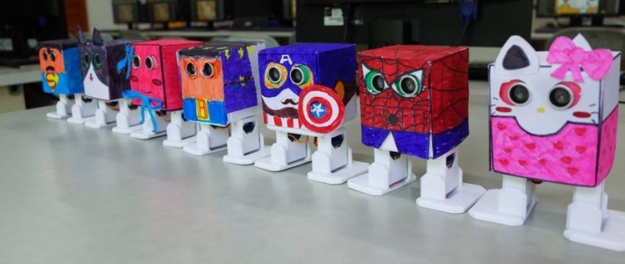 Papírové kostýmy pro Otto robota