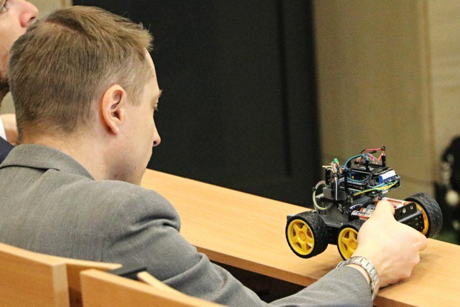 Porota hodnotí provedení Arduino robota