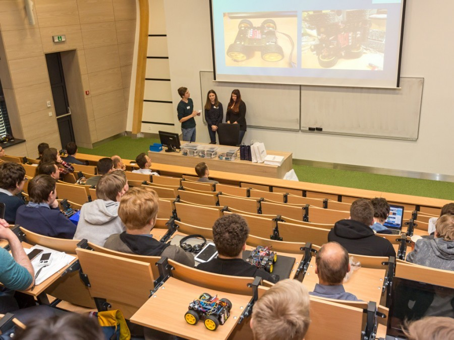 Prezentace projektů řešení - soutěžily i holky!