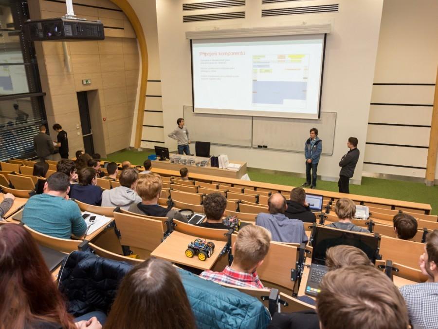Prezentace projektů řešení Arduino vozítek