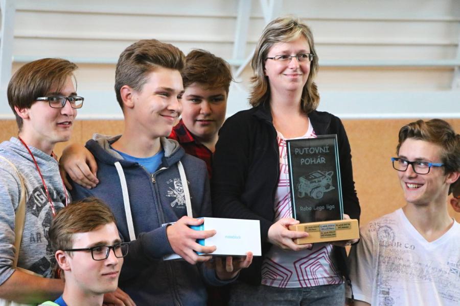 Absolutní vítězové JedoBot 2019 s putovním pohárem