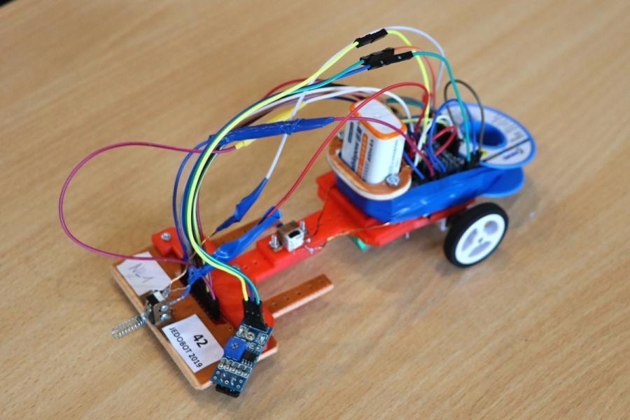 Zajímavé řešení čárového robota s Arduinem