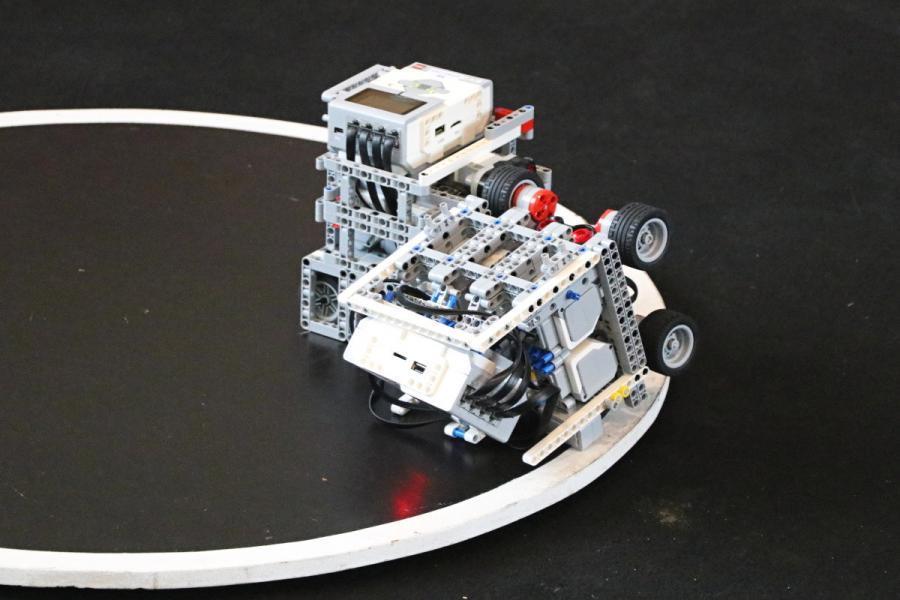 Sumo roboti při souboji