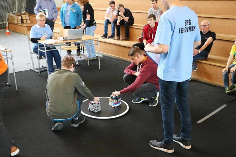 Sumo roboti se chystají na souboj
