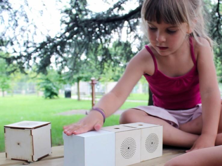 Ukázka Toot, zařízení pro zlepšení jazykových a sluchových schopností dětí