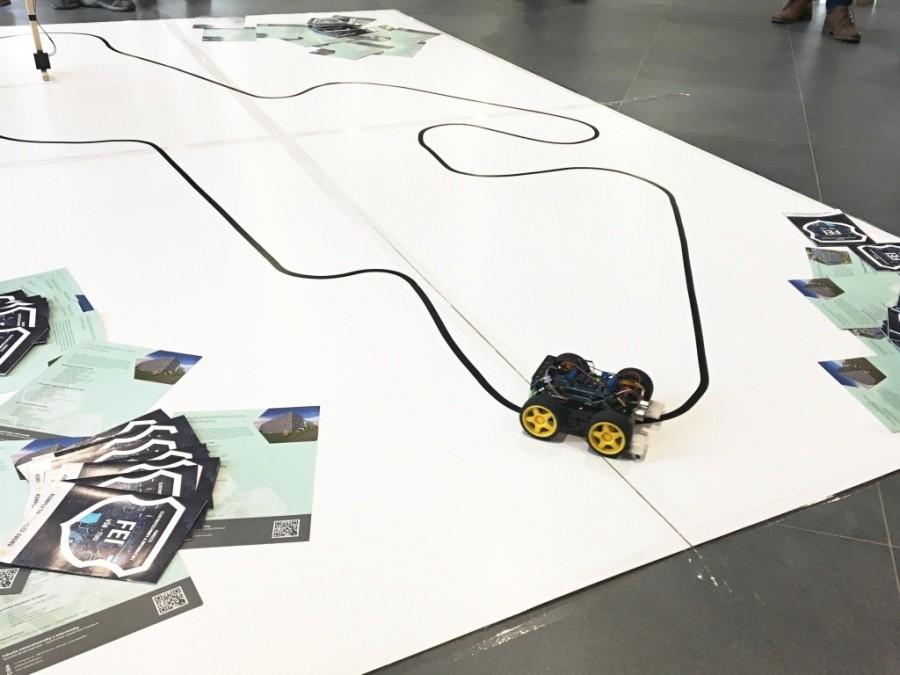 Tréning na čáře v soutěži Arduino robotů