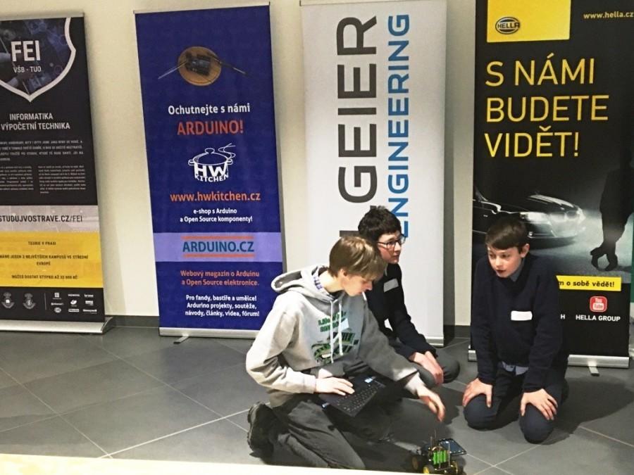 Tunění robota na soutěži Arduino robotů Student4Automotive