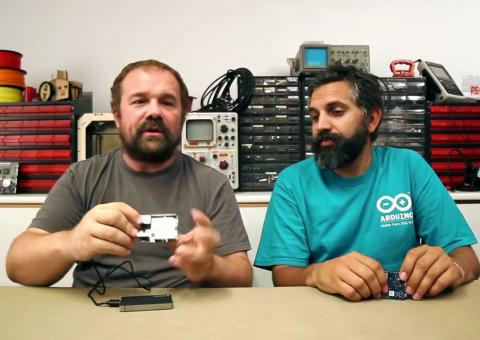Massimo Banzi a David Cuartielles představují Arduino YÚN